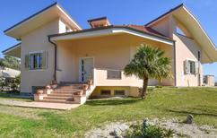 Ferienhaus 1662627 für 8 Personen in Montauro