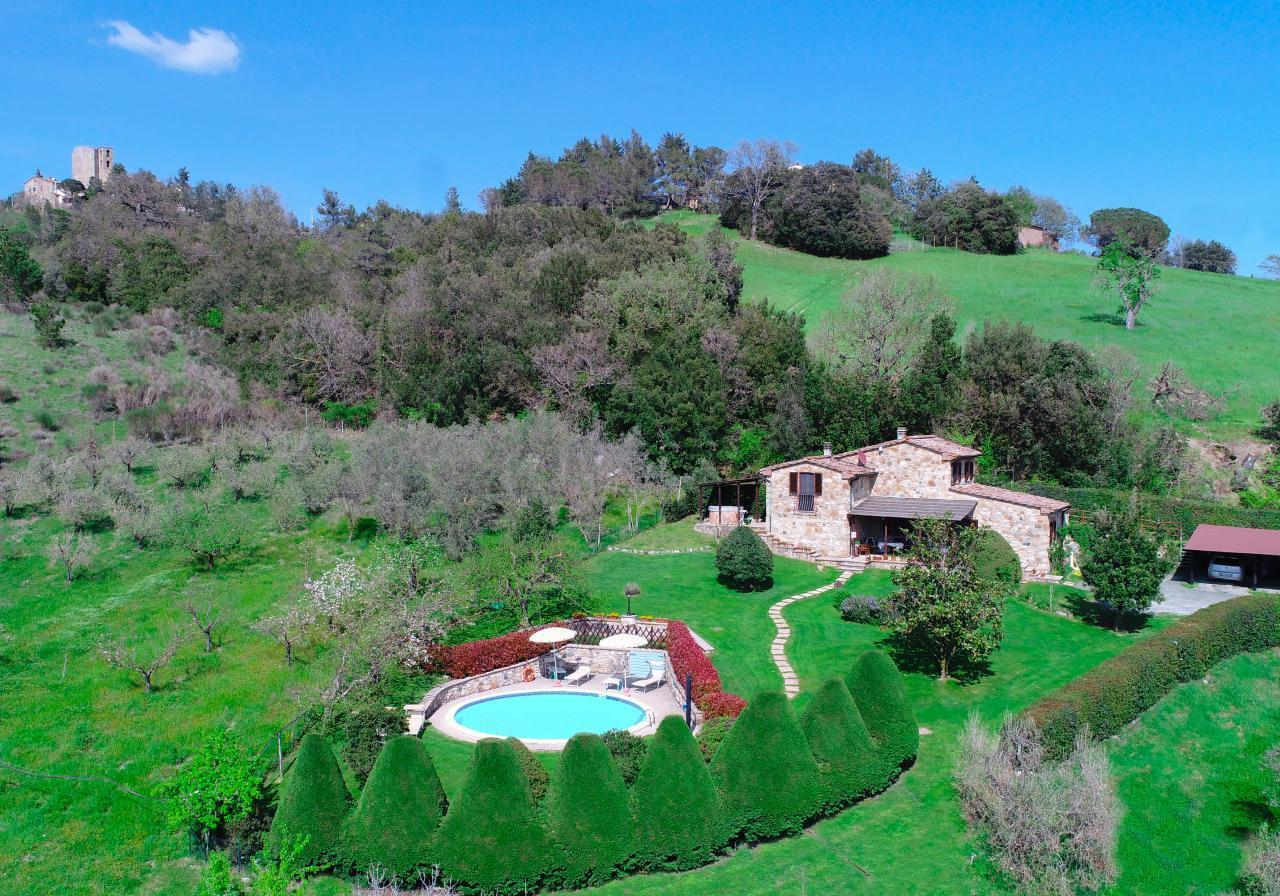 Private toskanische Villa mit Pool und Whirlpool i Bauernhof