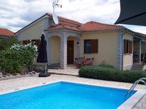 Dom wakacyjny 1687780 dla 4 osoby w Kaštelir