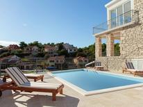 Vakantiehuis 1732403 voor 17 personen in Potirna