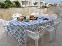 Appartement 1736328 voor 6 personen in San Foca