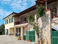 Appartamento 1844454 per 6 persone in Cisano sul Neva