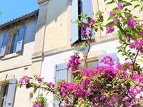 Ferienhaus 1856209 für 8 Personen in Arles
