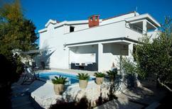 Casa de vacaciones 1858467 para 6 adultos + 1 niño en Okrug Gornji