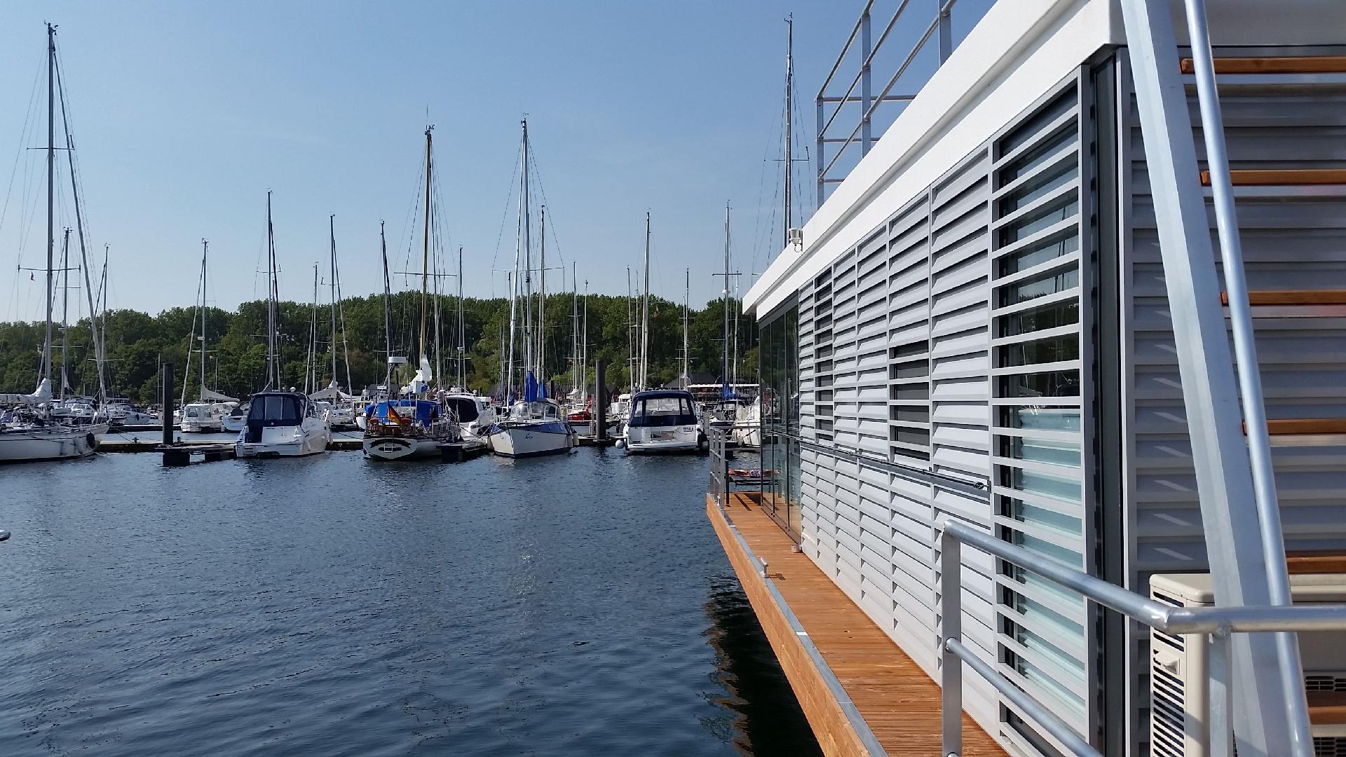 Hausboot/ Schiff für 6 Personen ca. 44 m² Boot