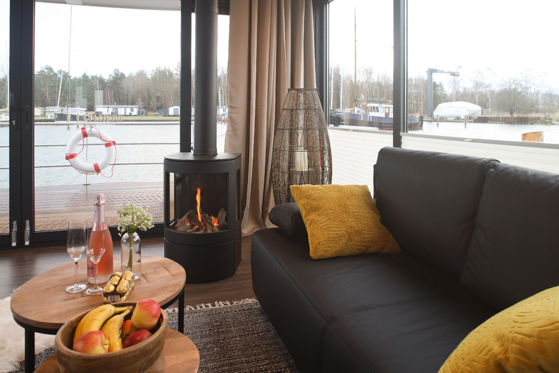 Hausboot/ Schiff für 4 Personen ca. 44 m² Boot