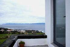 Room 1938858 for 4 persons in S.Roque do Pico