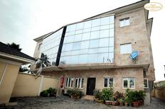 Room 2126226 for 6 persons in Ikeja