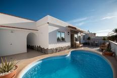 Casa de vacaciones 2128539 para 3 adultos + 1 niño en Palm Mar