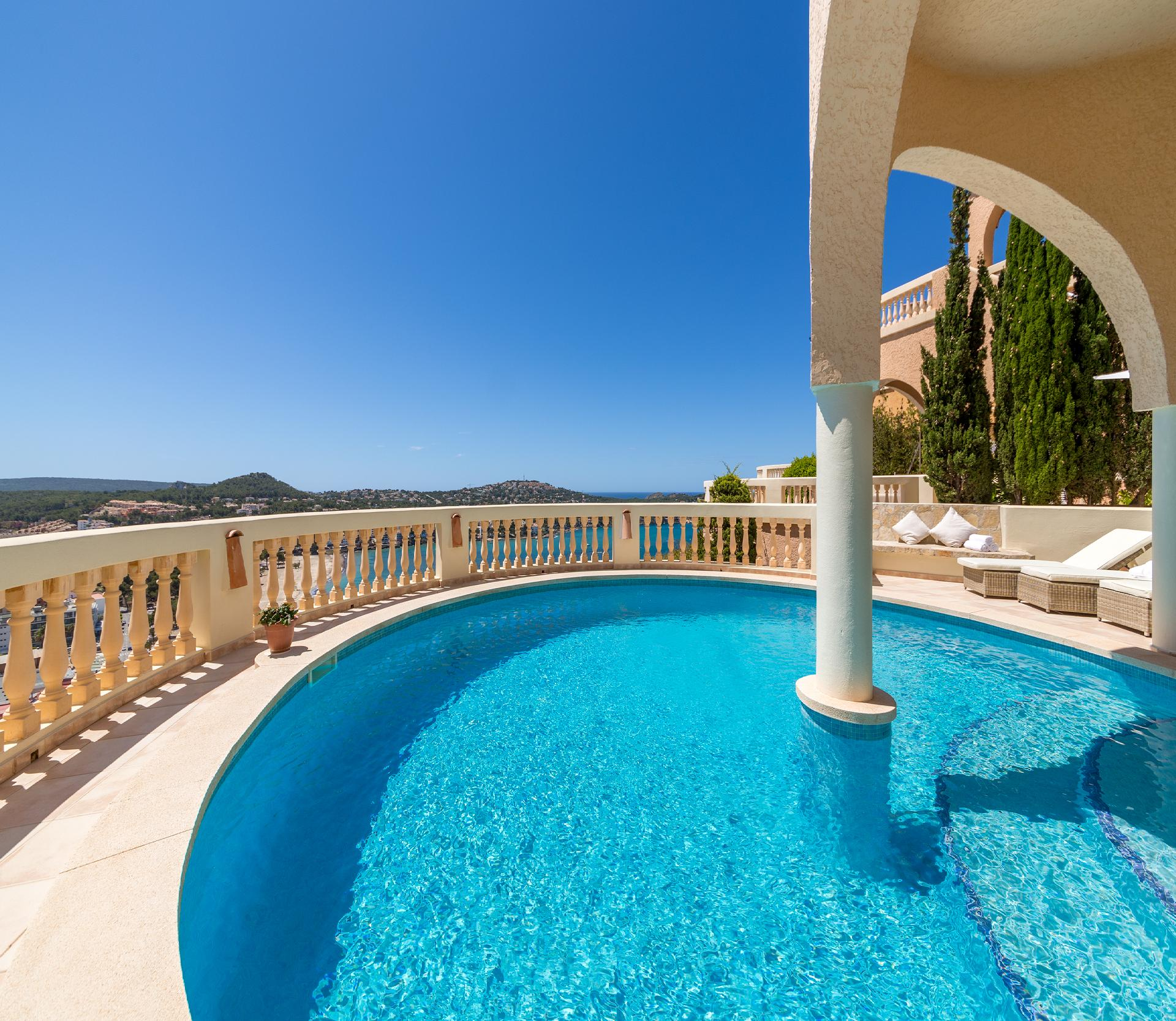 Luxuriöses Ferienhaus in Santa Ponca mit Pool und gigantischen Blick aufs Meer