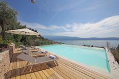 Vakantiehuis 2152444 voor 11 personen in Toscolano-Maderno