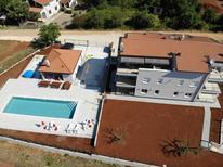 Appartement 2157113 voor 6 personen in Porec-Cervat Porat
