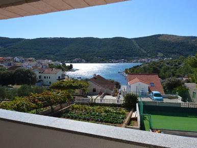 Für 9 Personen: Hübsches Apartment / Ferienwohnung in der Region Sibenik
