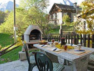 Gemütliches Ferienhaus : Region Tessin für 5 Personen