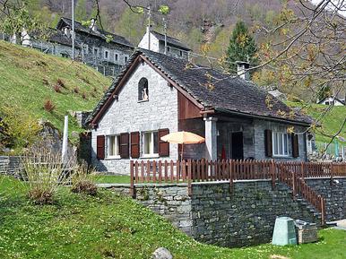 Gemütliches Ferienhaus : Region Brione für 5 Personen