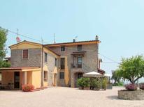 Appartement 332933 voor 6 personen in Pescia