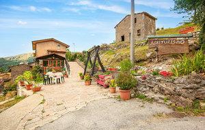 Gemütliches Ferienhaus : Region Palagnana für 8 Personen