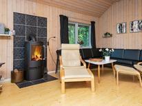 Ferienhaus 391382 für 8 Personen in Øerne