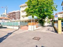 Ferienwohnung 437319 für 4 Personen in Rimini