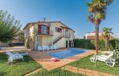 Ferienhaus 443258 für 12 Personen in Mihatovici