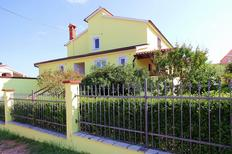 Holiday apartment 473822 for 4 persons in Pomer
