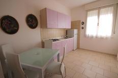 Ferienwohnung 474775 für 4 Personen in Lido delle Nazioni