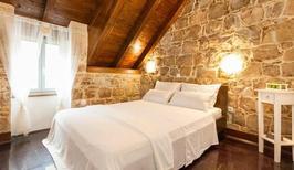 Casa de vacaciones 481593 para 3 adultos + 1 niño en Split