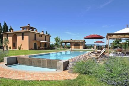 Gemütliches Ferienhaus : Region Montelopio für 11 Personen