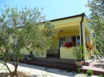 Casa de vacaciones 637425 para 2 adultos + 2 niños en Drage