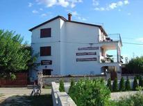 Ferienwohnung 639395 für 8 Personen in Vosteni