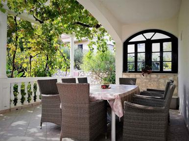 Für 9 Personen: Hübsches Apartment / Ferienwohnung in der Region Šibenik-Knin