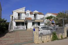 Ferienwohnung 659211 für 8 Personen in Brodarica