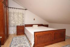 Appartement 667898 voor 4 personen in Ćunski