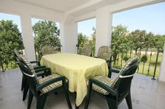 Holiday apartment 670058 for 5 persons in Pinezići