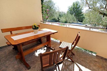 Für 5 Personen: Hübsches Apartment / Ferienwohnung in der Region Šibenik-Knin