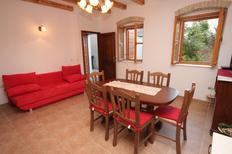 Ferienhaus 676462 für 9 Personen in Kaštel Novi