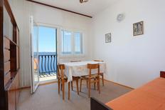 Appartement 676956 voor 5 personen in Marušici