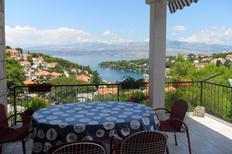 Ferienwohnung 679280 für 7 Personen in Splitska