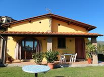 Vakantiehuis 681805 voor 5 personen in Pescia