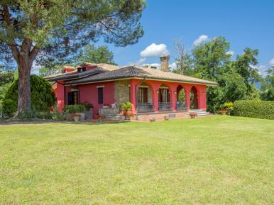 Gemütliches Ferienhaus : Region Montecarlo für 10 Personen
