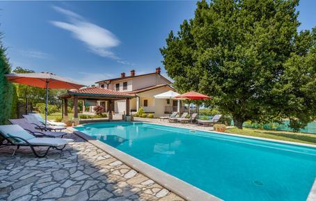 Gemütliches Ferienhaus : Region Istrien für 9 Personen