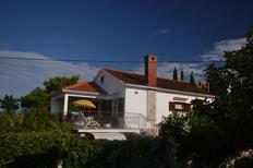 Ferienwohnung 704302 für 4 Personen in Splitska