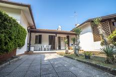 Vakantiehuis 711992 voor 6 volwassenen + 2 kinderen in Lido delle Nazioni