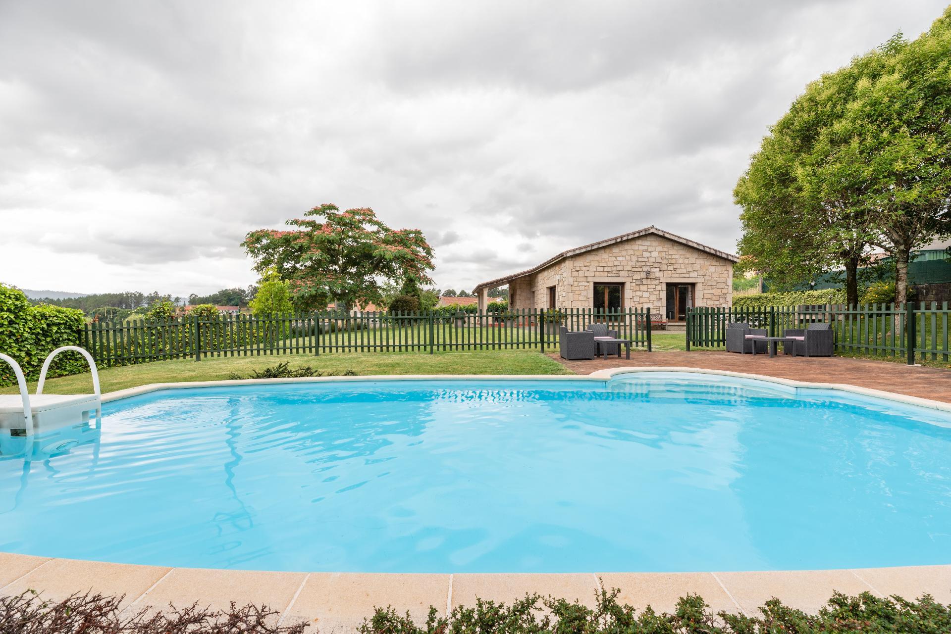 Ferienhaus mit Privatpool für 10 Personen ca.
