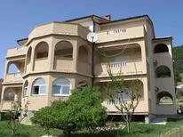 Appartement 726129 voor 6 personen in Banjol