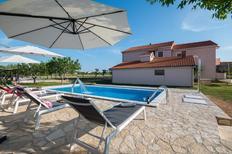 Ferienwohnung 753651 für 5 Personen in Privlaka