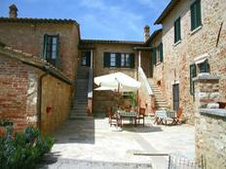 Ferienwohnung 760375 für 6 Personen in Asciano