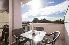 Appartement 761693 voor 4 personen in Bibinje