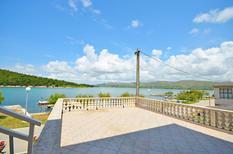 Appartement 761831 voor 4 personen in Jadrtovac