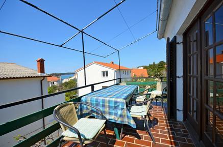 Für 8 Personen: Hübsches Apartment / Ferienwohnung in der Region Rab